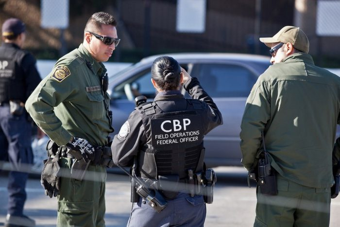 Mỗi Người Nhập Cư Nên Biết Gì Về Phạm Vi Quyền Hạn Của CBP